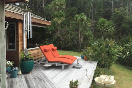 Tranquil Retreat ~ Paradise in the Trees - Whangaparaoa - บ้าน