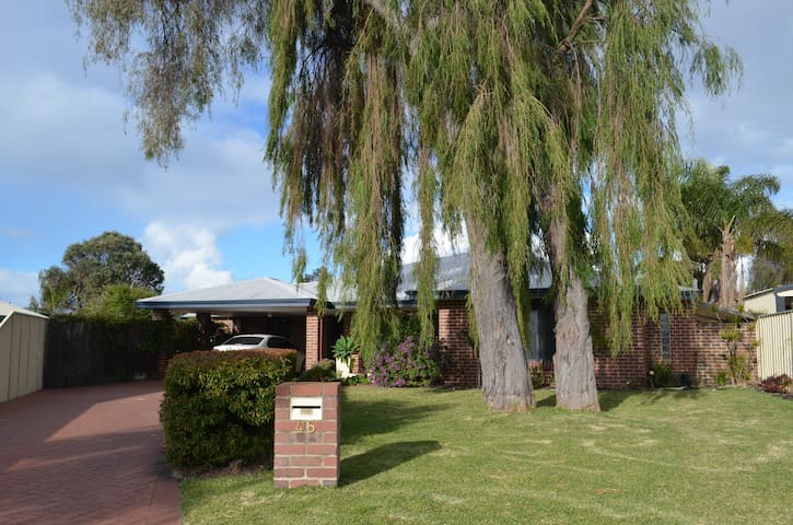 Large modern home in beautiful Cloisters Estate 3 - West Busselton - House