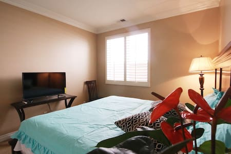 Promotions,Cozy room queens bed - Irvine