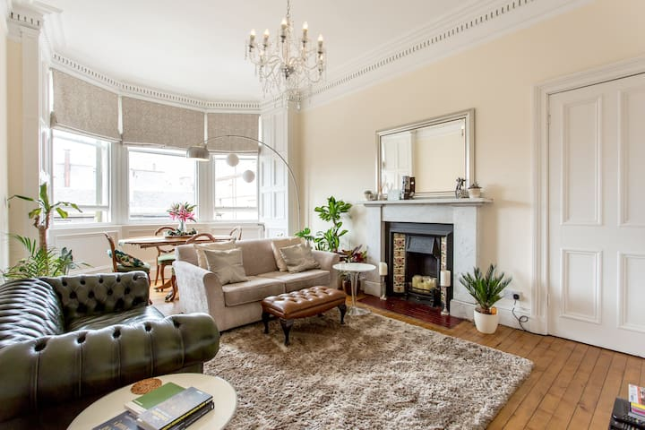 Bright, Elegant City Centre Flat with Castleview
