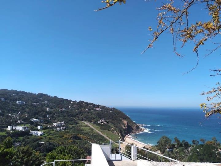 Suite avec vue panoramique sur mer et montagne