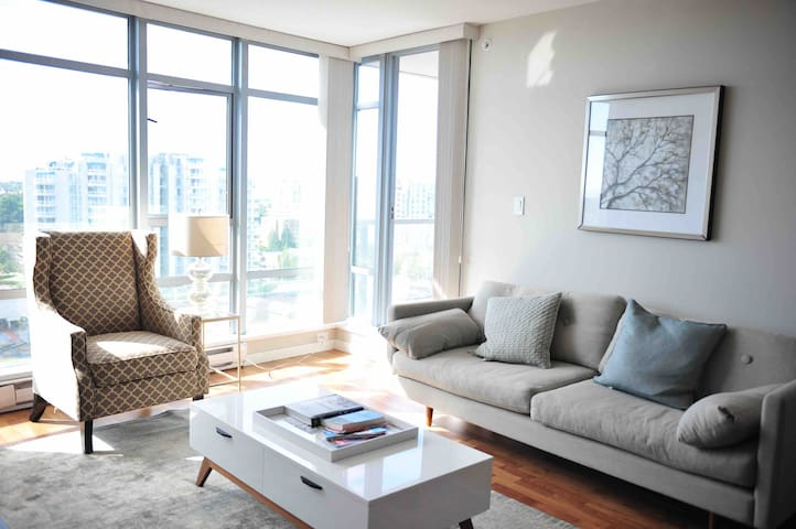 3 bedroom apt at central Richmond, 1 min to mall