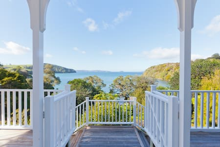 Stunning Beach House in the Heart of Wine Country - Tawharanui Peninsula - Ev