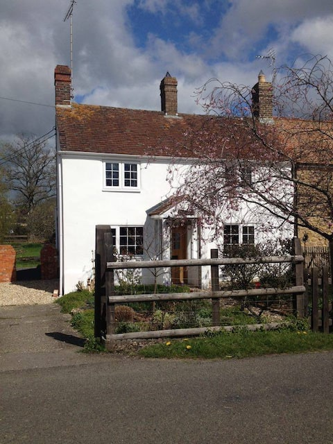 Dorset Cosy Cottage: rural, historic, coast, rail