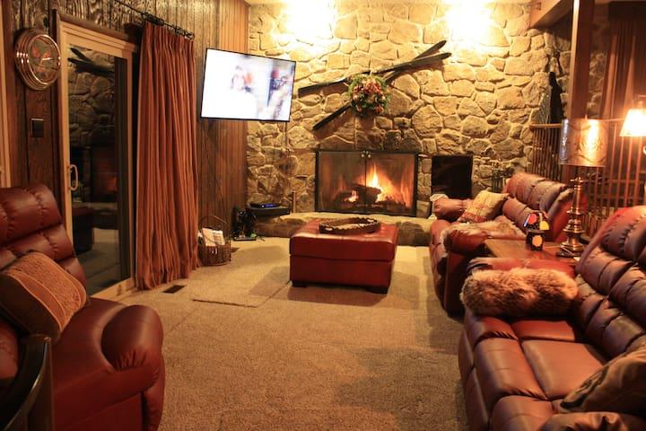 Alpine Retreat - 5 Separate Bedrooms - Room 1