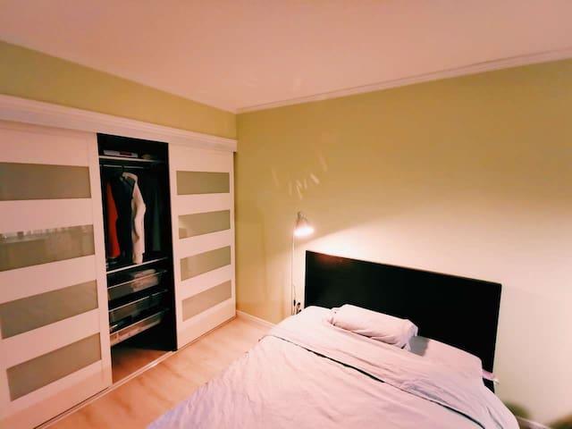 多伦多北约克联排别墅房间,交通方便,周边生活设施齐全