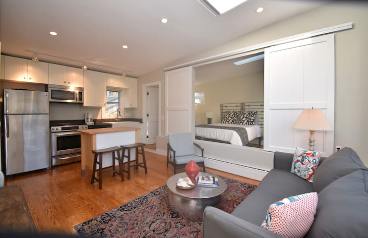 Convenient East End Loft Like 1 Bed with Parking