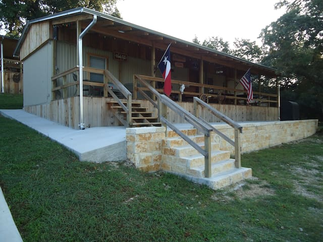 """The Ponderosa"" Cabin - Kerrville - House"