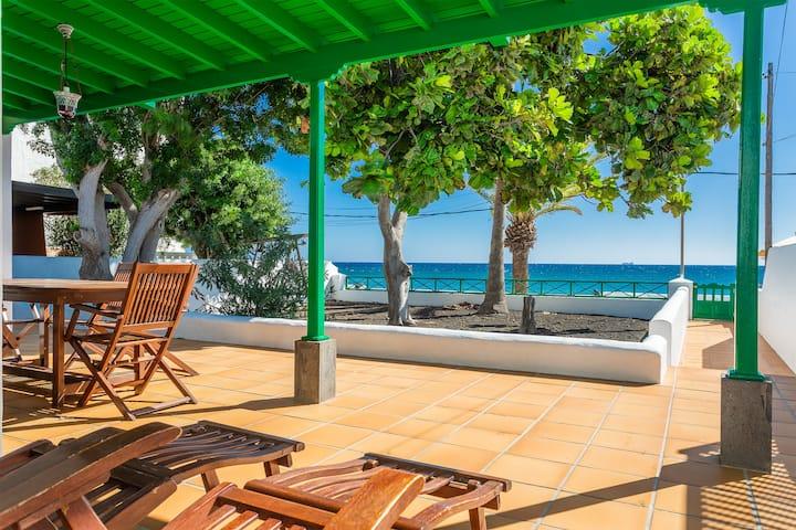 Hermosa casa junto al mar con gran patio, jardín, vistas al mar y Wi-Fi