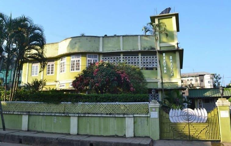 BARUAH BHAVAN - an exclusive heritage property. - Guwahati - Gjestehus