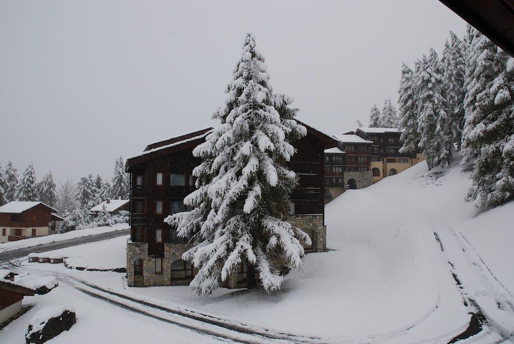 Vue du balcon après une chute de neige