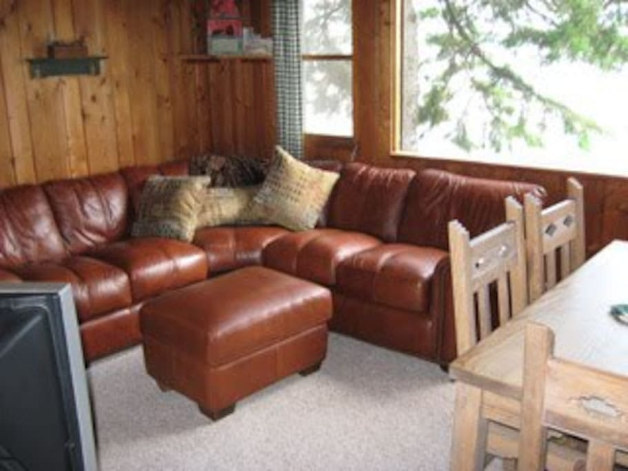 Lakeside Cabin Family Room