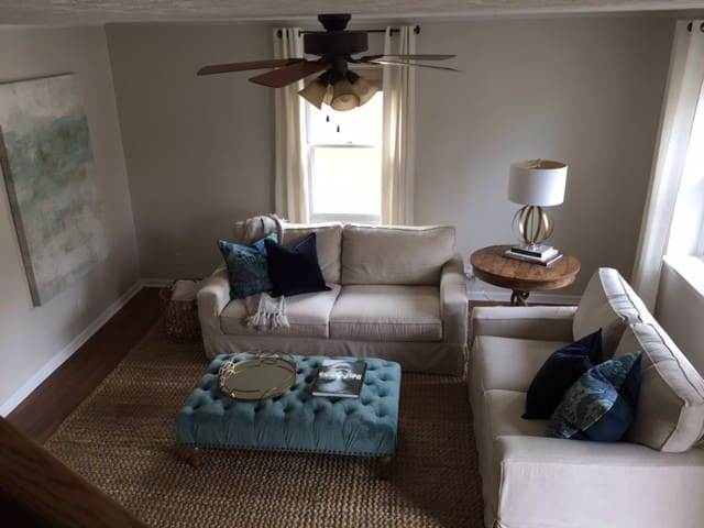 3 BR Townhouse close to UVa and Downtown Area