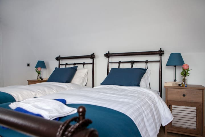 Cave bedroom _twin beds