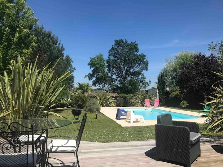 Grande maison calme avec piscine