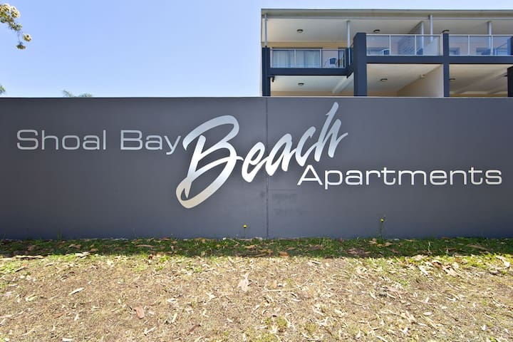 Clean, modern unit close to Shoal Bay Beach!!