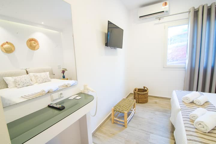 Deluxe Private Room in Mykonos Town