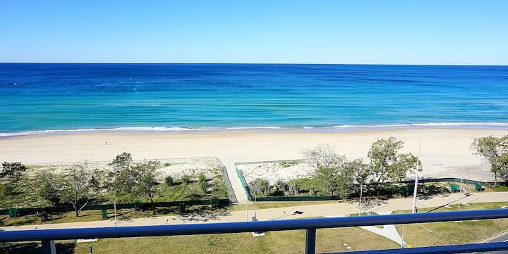 Oceanfront Apartment With Panoramic Ocean Views