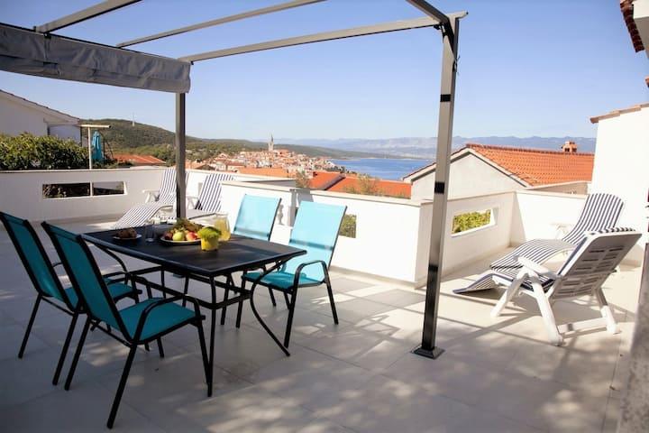 FeWo Zlata - räumige Terrasse und blick aufs Meer