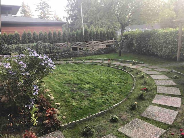 Garden Suite in Beautiful Edgemont Village