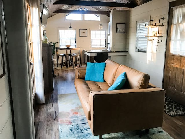 Remote Work in Stylish Micro Cabin | Waterview | Strong WiFi