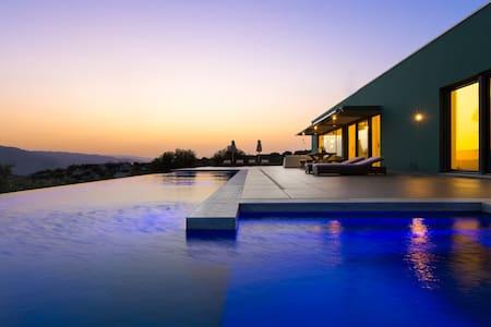 Villa Oikia, Endless Stunning View! - Marathi