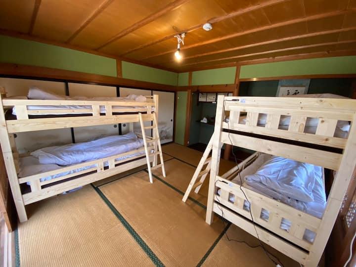 四国旅行の拠点に便利/築70年古民家宿/ドミトリーベッド1台