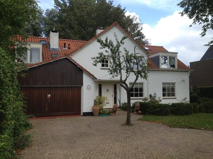 Beautiful cottage style villa, close to Amsterdam