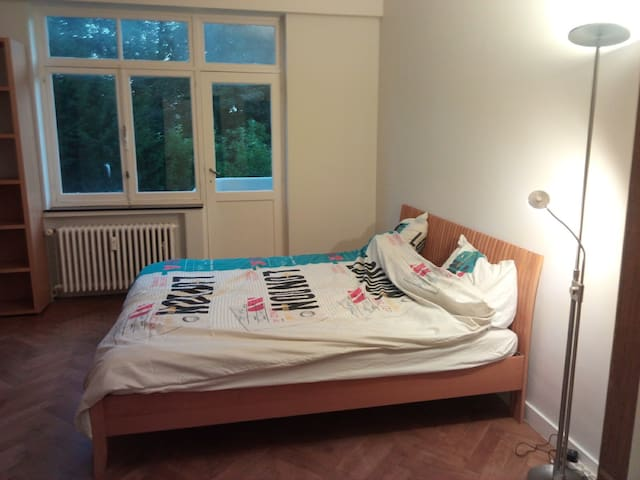 Big , stylish and comfortable room Uccle - 於克勒