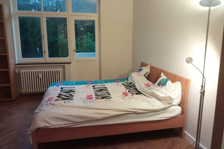 Big , stylish and comfortable room Uccle - Uccle - Huoneisto