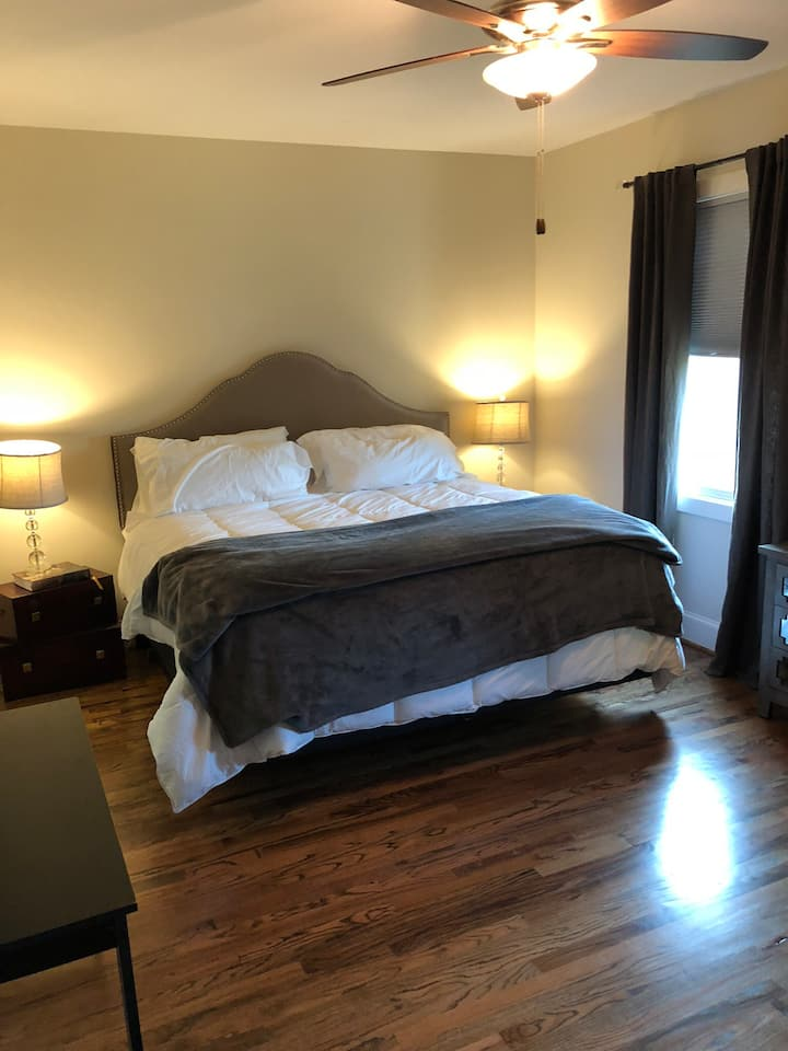 Spacious Bedroom in Arts District near Downtown