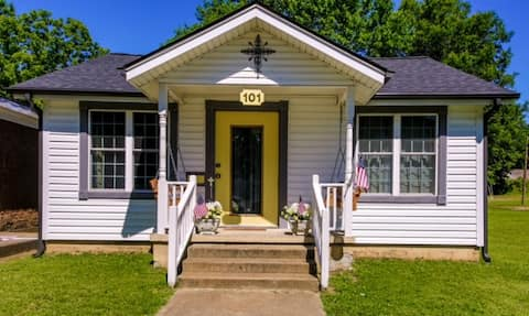 Historic Town Square Bungalow in heart of Brighton