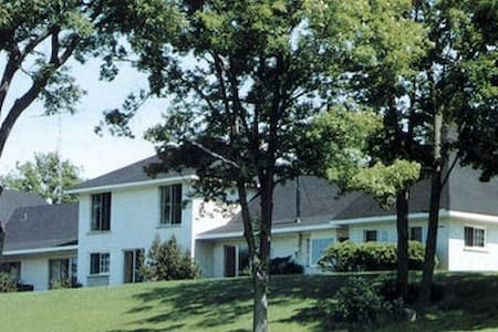 Stoney Lake Manor - Peterborough