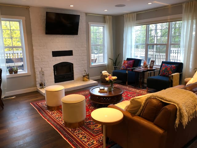 Private Room in Charming Home Central Location