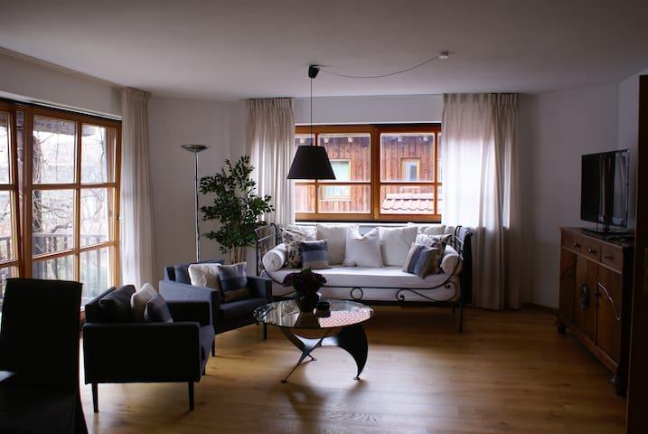 Der großzügige Wohn-Essbereich ist lichtdurchflutet und lädt zum Entspannen ein