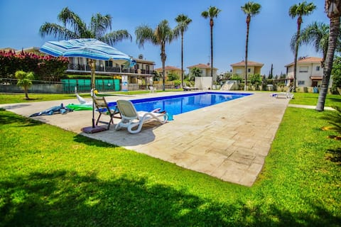 Beautiful Townhouse Communal Pool & Private Garden