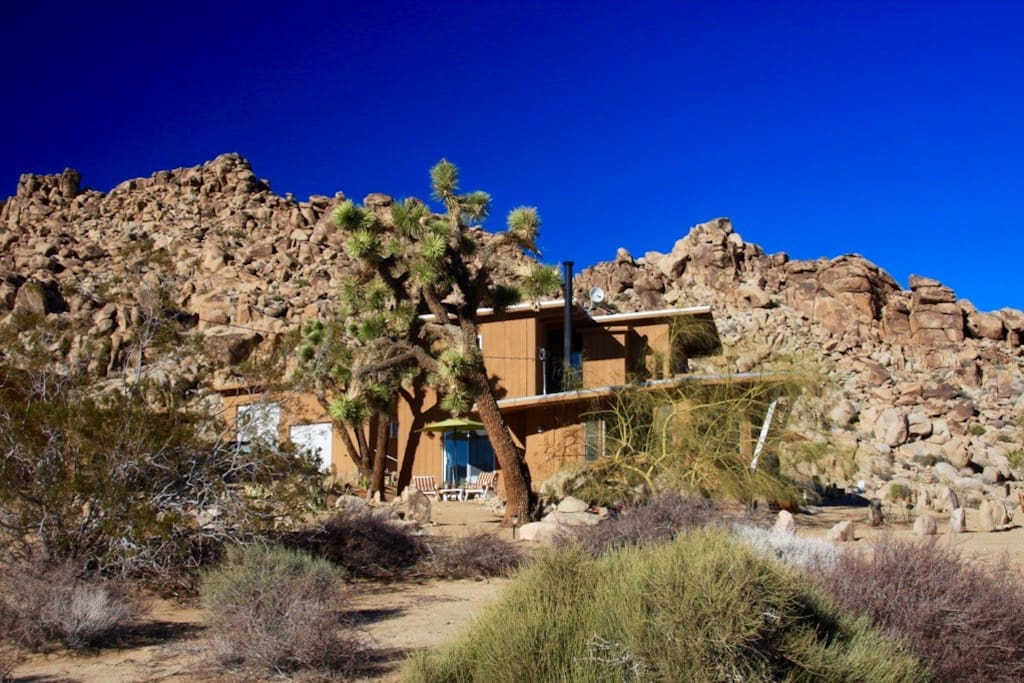RockHill Ranch sits on a pristine 5 arces less than a mile from entrance to Joshua Tree National Park
