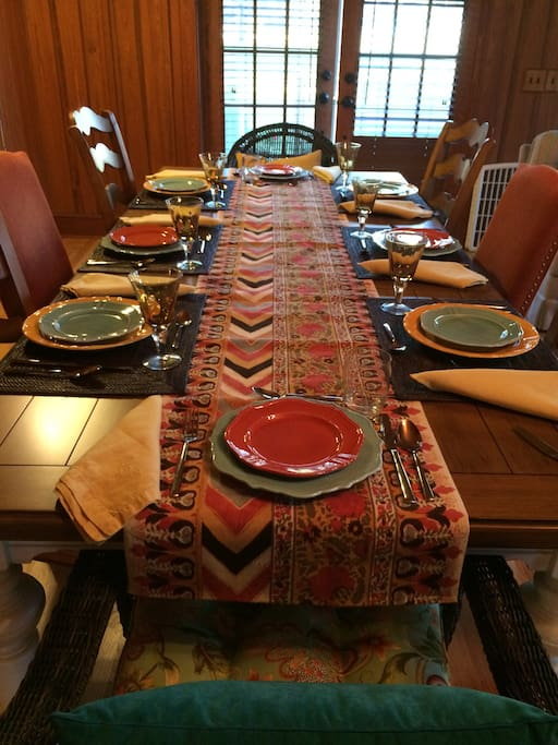 Plenty of room for the entire family at the dinner table.