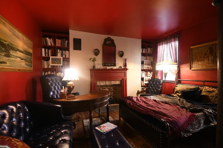 Convenient Charm in Downtown Baltimore