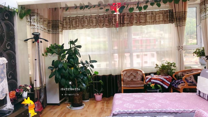 夏河现代简约风家庭式公寓
