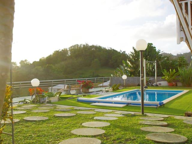 Appartement F2 l'Aube avec vue mer, piscine,jardin