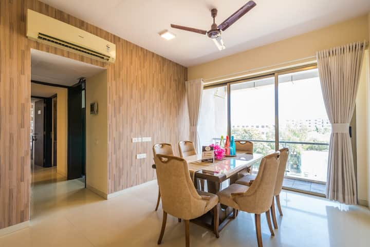Entire Apartment 6.5 Bhk with Chef