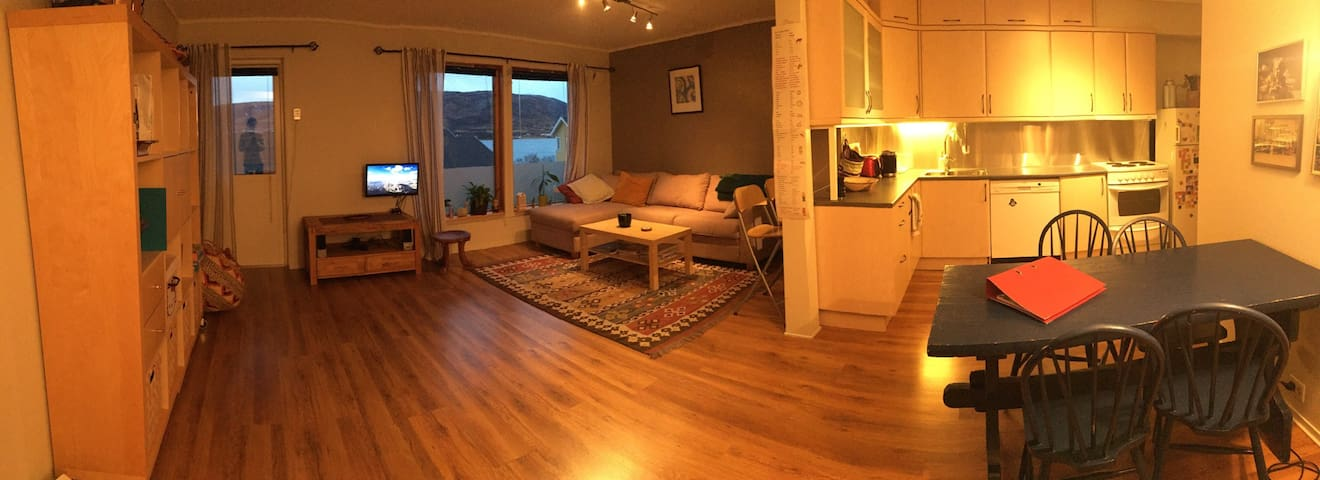 Calm 2 bedroom close to sea w great aurora view - Tromsø - Appartement