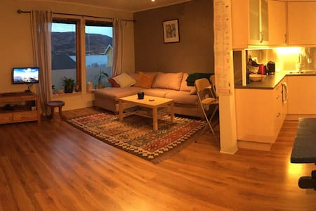 2 bedroom apt close to sea with great aurora views - Tromsø - Flat