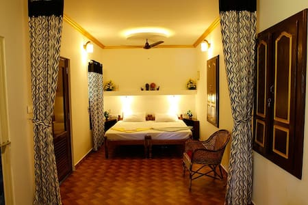 Neena Homestay at Marari Beach (Family room) - Mararikulam - Casa