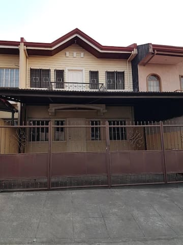 nice old house in quiet subdivision - paranaque