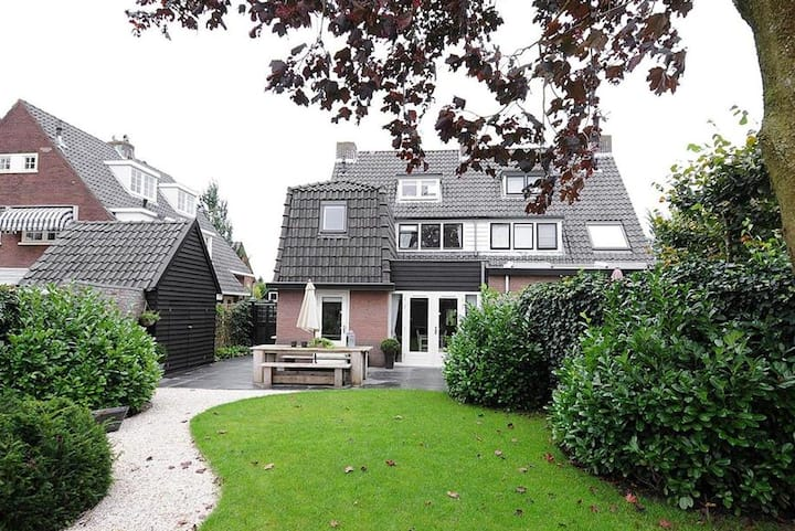 Ideal family house in the center of Netherlands