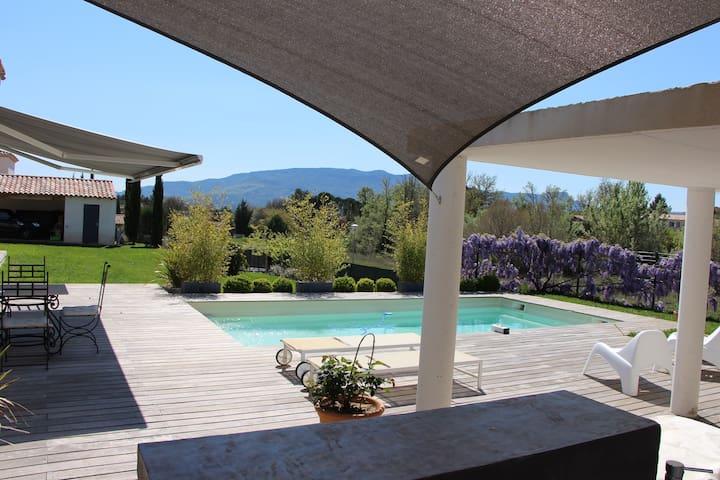 Villa contemporaine avec piscine au calme - Pourrières - Huis