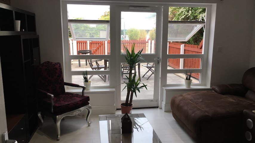 Spacious King + Balcony in S.Central Manchester
