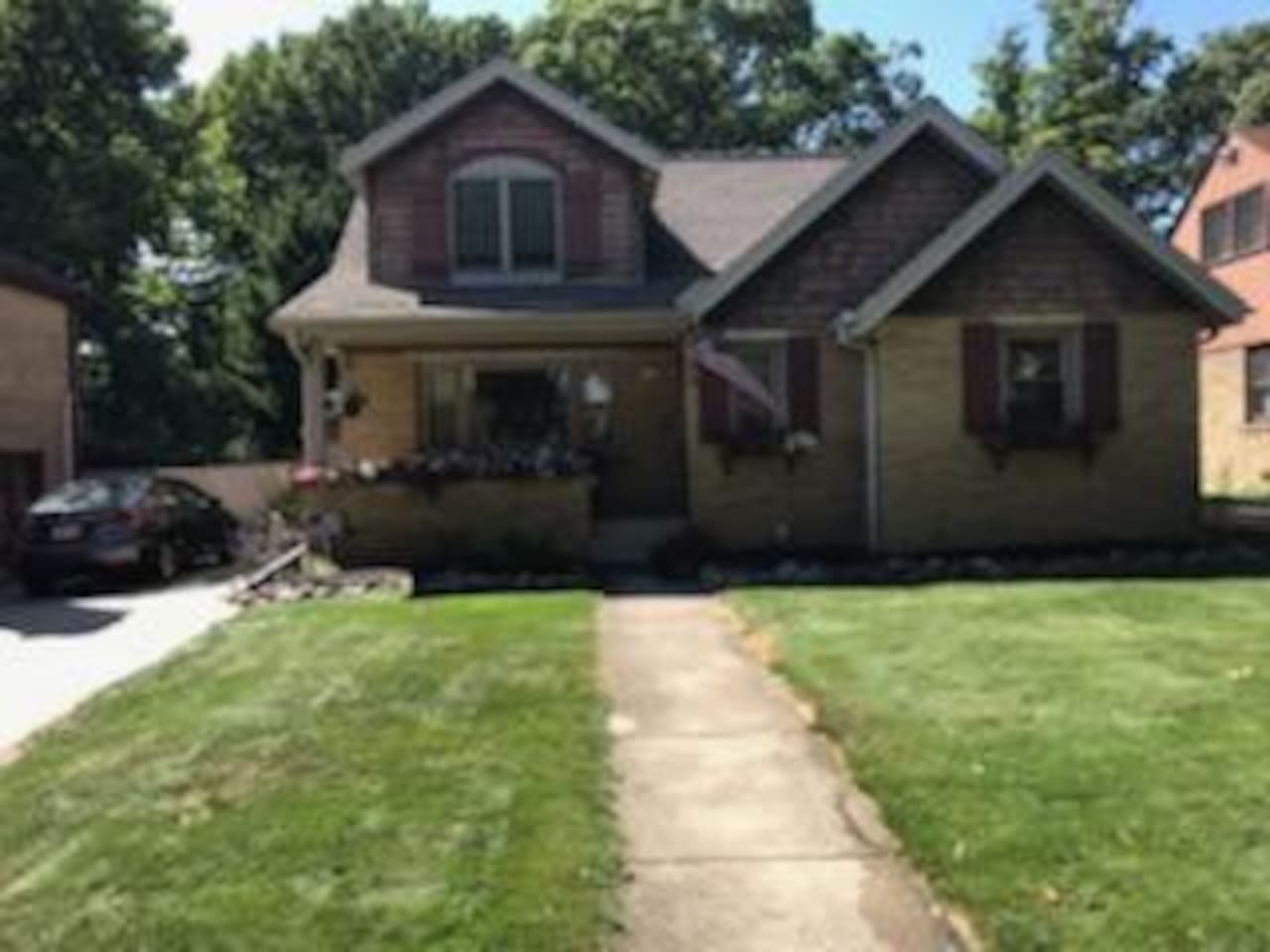 A very nice and classic home with 5 rooms that could be slept in.  About 45 seconds from I-94 and just minutes to downtown. Plenty of parking too.